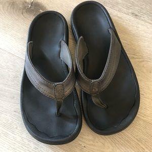 Size 6 oluKai thick strap sandals